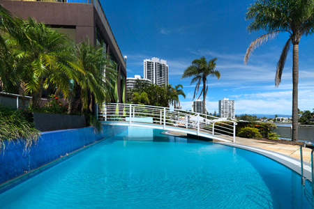 vibe-gold-coast-hotel-pool-1-2013-450x300.jpg