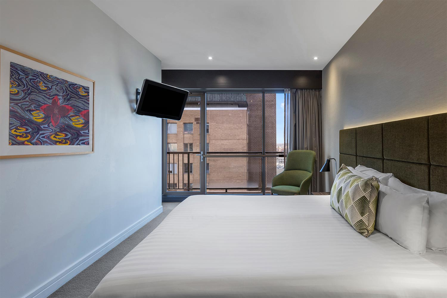 3 Features Room Get Rates