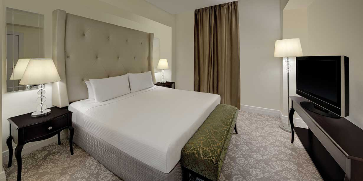 rendezvous-hotel-melbourne-suite-bedroom-king-02-2016.jpg