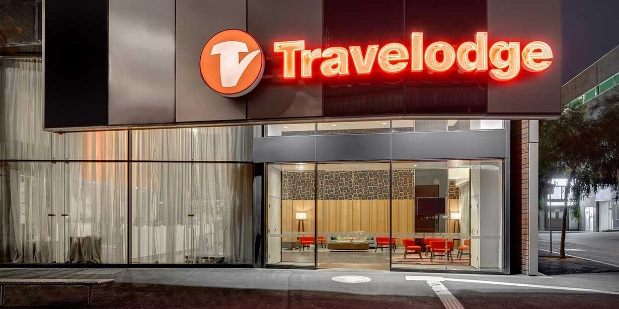 travelodge-hotel-docklands-melbourne-exterior-02-2016.jpg