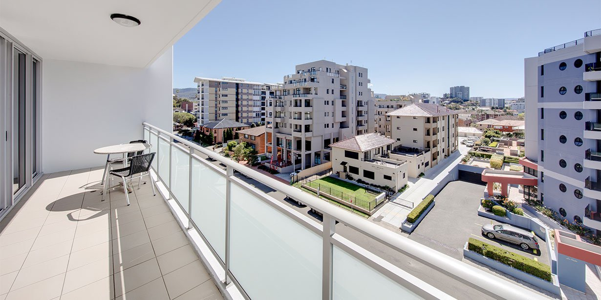 adina-apartment-hotel-wollongong-two-bedroom-king-balcony-2018.jpg